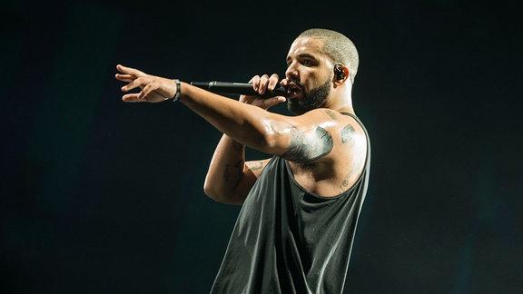 Rapper Drake auf der Bühne.