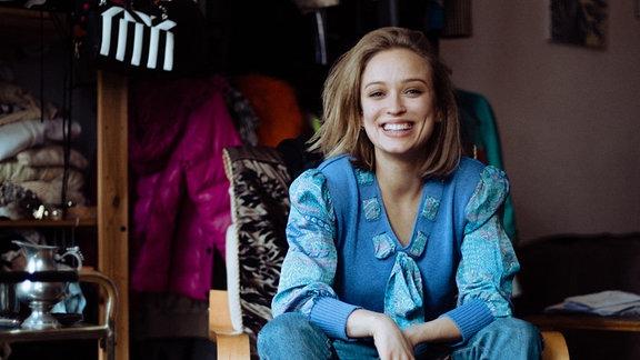 Die 25 jährige in Hannover geborene Schauspielerin gehört zu den angesagtesten Newcomern in der deutschen Filmbranche. Aktuell steht sie für die zweite Staffel Biohackers vor der Kamera und war unter anderem im Tatort oder Babylon Berlin zu sehen.