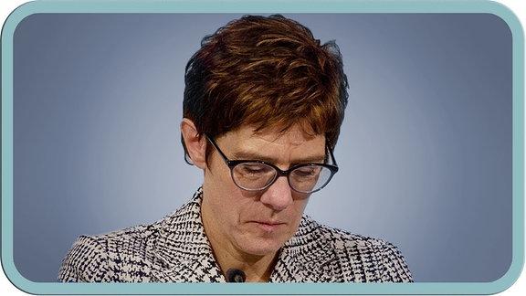 """Thumbnail des Videos """"MrWissen2go - AKK tritt zurück! Gibt es jetzt Neuwahlen?"""" mit einem Portrait-Foto von Annegret Kramp-Karrenbauer."""