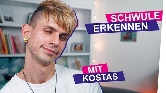 Kostas guckt sweet mit halb geschlossenen Augen.
