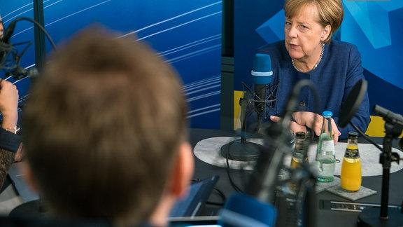 Angela Merkel im Gespräch beim Kanzlercheck