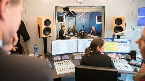 Blick ins Studio vom Kanzlercheck
