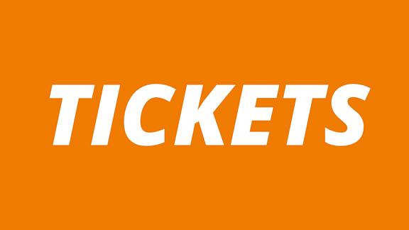 """Orange Schrifttafel mit weißer Schrift """"Tickets"""""""