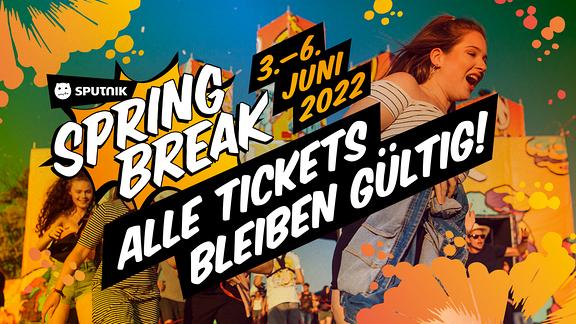 """Ihr müsst eure Tickets von diesem Jahr nicht umtauschen. Alle Tickets 2021 werden auch 2022 gültig sein. Wir freuen uns 2022 auf ein geiles Festival, wo wir dann hoffentlich alle sagen können: """"Wisst ihr noch, damals?""""."""