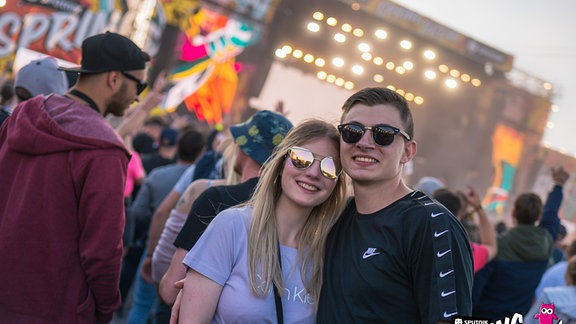 Ein Paar vor der SSB-Mainstage