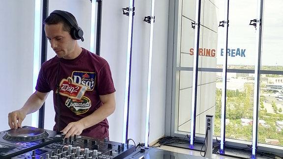 DJ Gestört aber Geil am DJ-Pult!