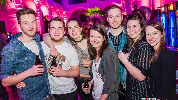 Sieben feiernde Menschen im Neuen Rathaus Leipzig auf der Sputnik LitPop X