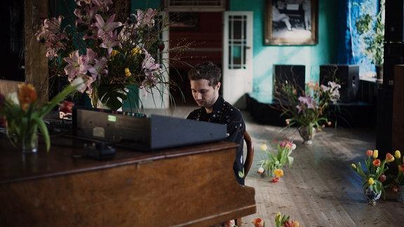 Typ am Klavier