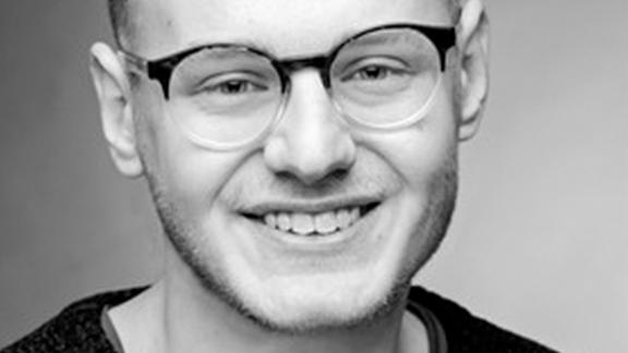 Clemens Traub lächelt in die Kamera.
