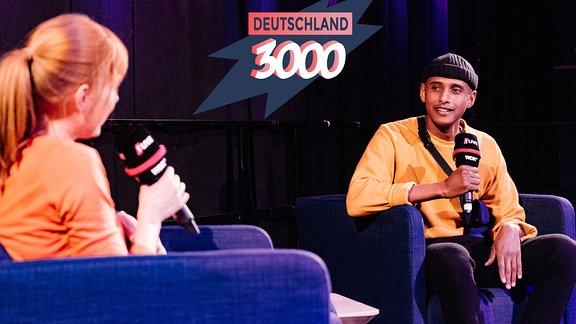 Eva Schulz im Gespräch mit dem Teddy Teclebrhan im Podcast Deutschland3000