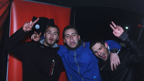 Gruppe von drei jungen Männern.