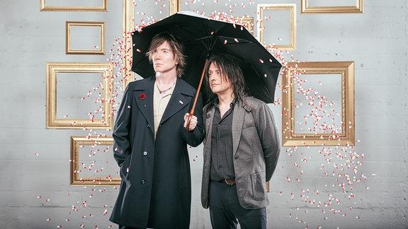 Die beiden Boys von Goo Goo Dolls mit einem ganz unaufälligem Visual-Kei Touch, wie damals 2009.