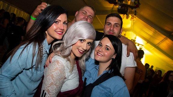 Partygäste auf der SPUTNIK Heimattour in Friemar