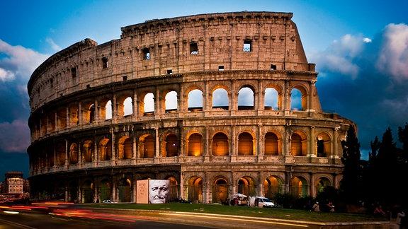 Das Kollosseum in Rom bei Abendlicht