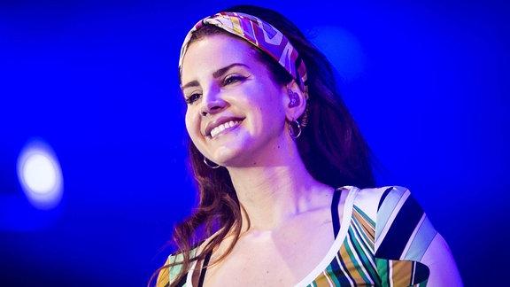 Die Künstlerin Lana Del Rey auf der Bühne