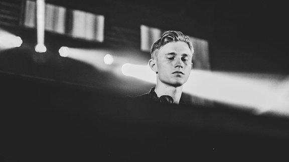 LEVT am DJ-Pult
