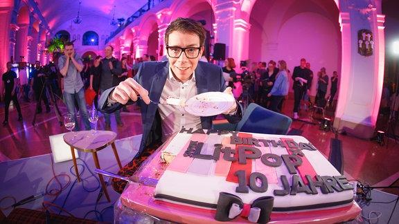 Raimund mit 10 Jahre Litpop Kuchen