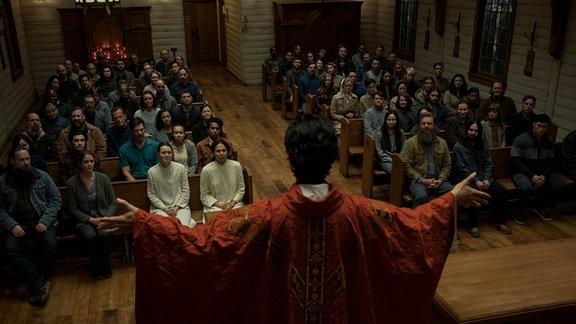 """Szene aus """"Midnight Mass"""""""