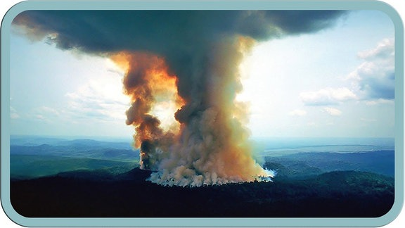 Rauchwolke über dem Amazonas