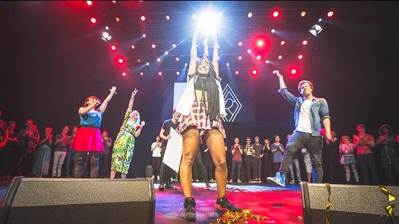 Lary hat den New Music Award 2014 gewonnen.
