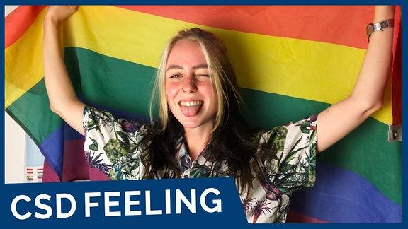 Becci mit Regenbogenflagge total euphorisch.