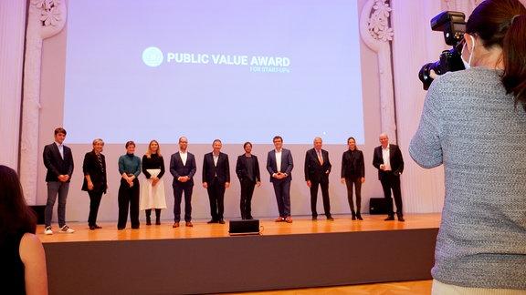 """Im Fokus des """"Public Value Award"""" steht der gesellschaftliche Nutzen, der aus einem Geschäftsmodell erwächst. Wie die Preisverleihung in leipzig war und welches Start-up gewonnen hat, erfährst du hier:"""
