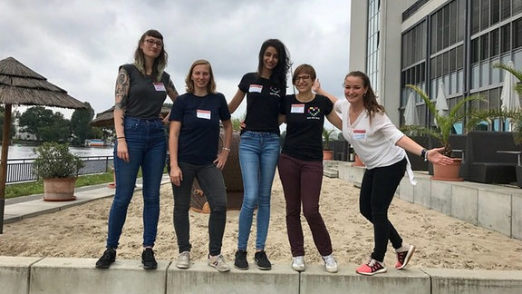 Laura, Kaja, Ferdous, Johanna und Lina organisieren Workshops für programmierwillige Mädels