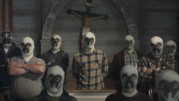 Rohrschach chillt mit seinen Rohrschach-Kollegen in einer amerikanischen Kirche.