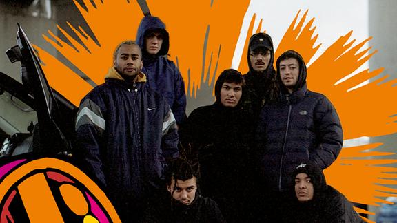 Die sieben Jungs von BHZ in dicke Daunenjacken gehüllt, weil Berlin kalt ist und Hip Hop alleine nicht warm hält.