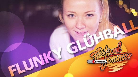 """junge Frau und Typo """"Flunky Glühball"""""""
