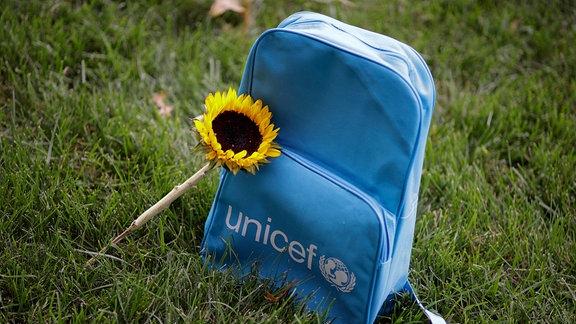 Unicef Grabstein