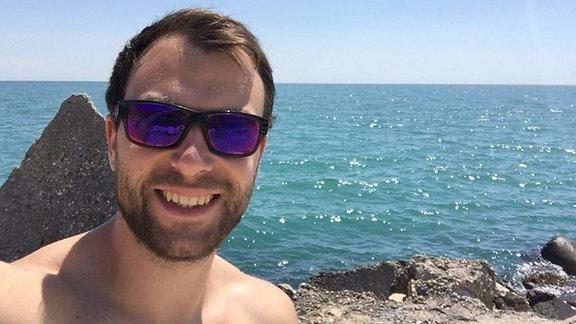 Peter am Meer in seiner Heimat Bulgarien