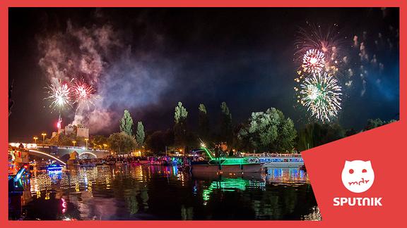 Halle Saale mit Feuerwerk beim Laternenfest.
