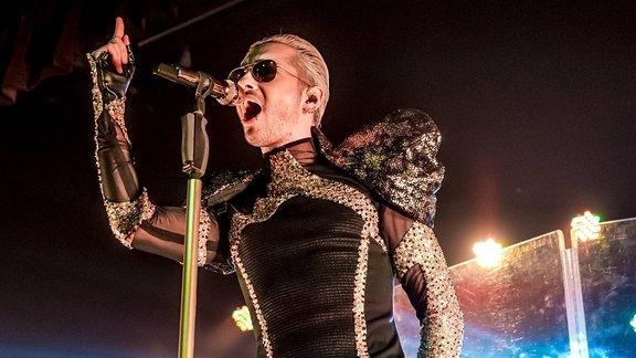 Bill mit Tokio Hotel während ihrer US-Tour im August 2015 in Detroit.