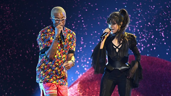 Camila Cabello und Pharell Williams @Billboard Music Awards, MGM Grand Garden Arena, Las Vegas, Nevada.