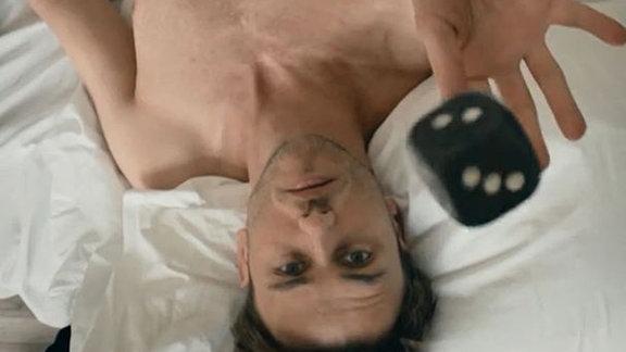 """Clueso, Shot aus seinem Video """"Achterbahn"""""""