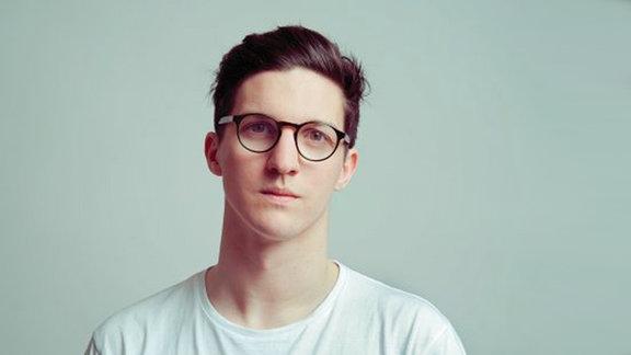 Dan Croll,  1990 in Newcastle-under-Lyme als Daniel Francis Croll geboren, ist ein englischer Singer-Songwriter.
