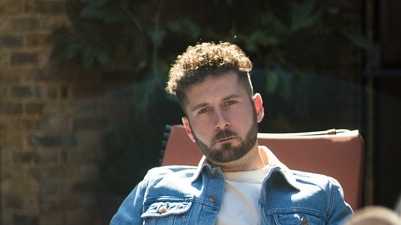 Elderbrook, britischer Musiker, Songwriter & Producer