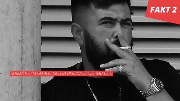 Portrait Summer Cem, Portrait, schwarz/weiß mit Zigarette