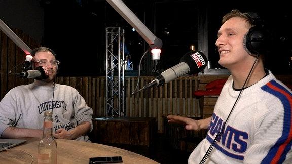 Steffen und Felix von Kraftklub moderieren Radio mit K