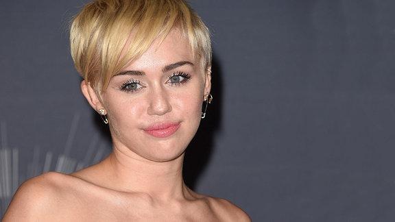 """Miley Cyrus gewinnt den Video of the year award 2014 für """"Wrecking Ball"""", Inglewood/Kalifornien"""