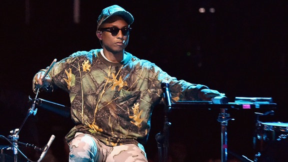 Pharrell bei einem Konzert in der Brigdestone Arena in Nashville/Tennessee (2016)