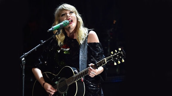 Taylor Swift @Jingle Ball, N.Y.C.