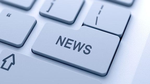 """Laptop-Tastatur, eine Taste ist mit """"News"""" beschriftet."""