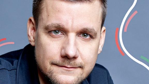"""Tobi Schlegel ist zu Gast im Podcast """"Deutschland3000"""" mit Eva Schulz."""