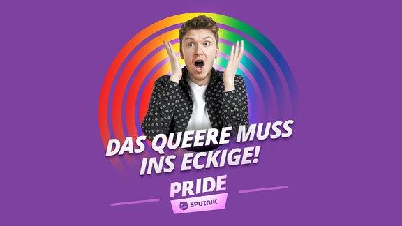 """Host Kai vor lilanem Hintergrund und dem Text: """"Das Queere muss ins Eckige""""."""