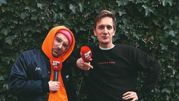 Steffen und Felix von der Band Kraftklub haben die Mikrofone eingepackt und gehen mit euch zusammen eine Runde. Wir beamen das Spaziergeh-Game auf das nächste Level.  Freut euch auf einen Streifzug durch Chemnitz-City.