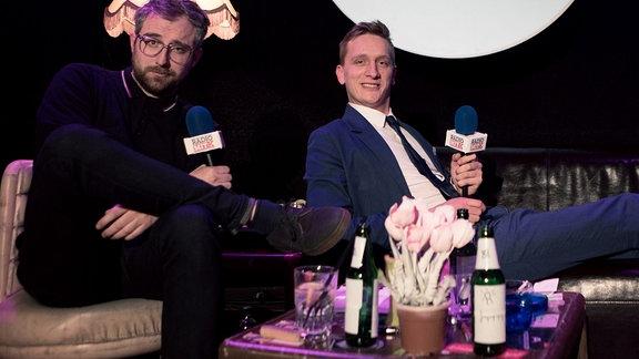 """Steffen und Felix von Kraftklub im Club Atomino in Chemnitz bei der Produktion von """"Radio Mit K"""""""