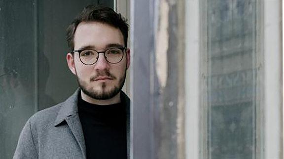 """Lukas Rietzschel, Autor des Romans """"Mit der Faust in die Welt schlagen"""""""