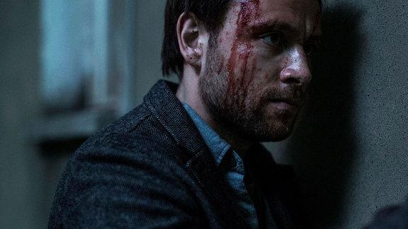 Andi Werner (Max Riemelt) mit Kopfverletzung (Filmszene)